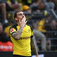 Borussia Dortmund go top of Bundesliga with two injury-time goals
