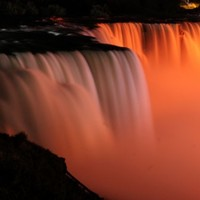 Man survives plunge into Niagara Falls