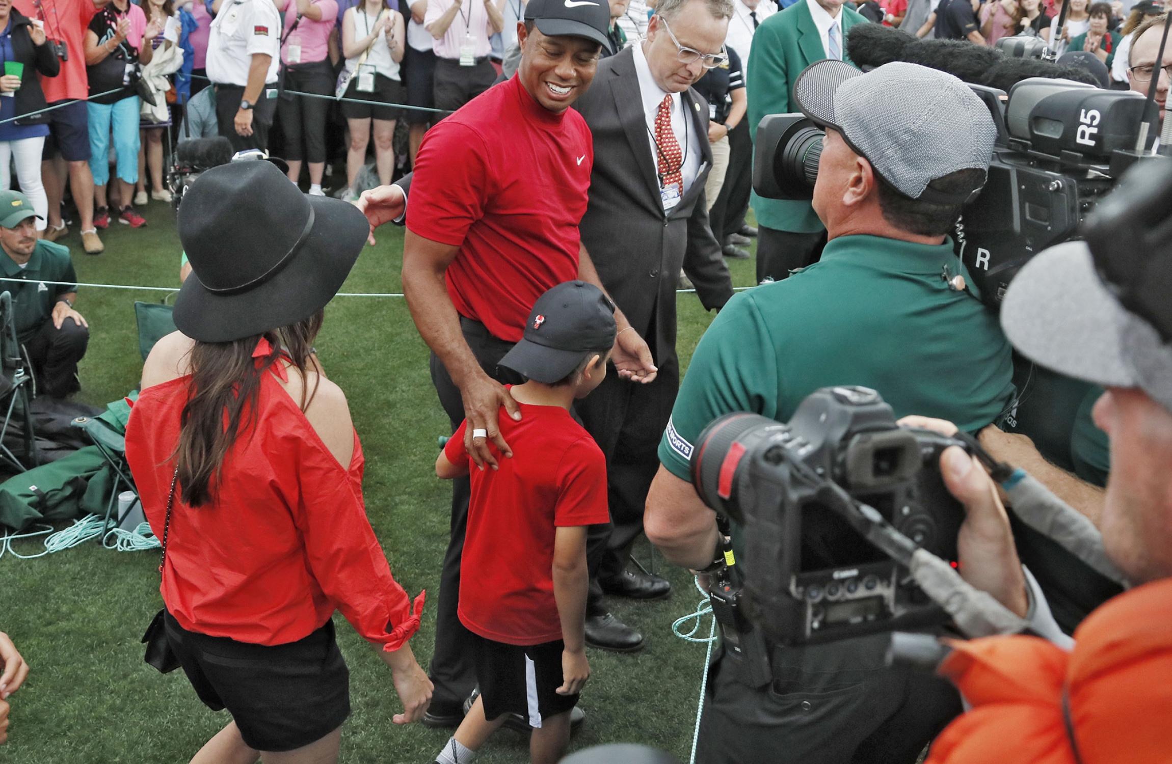 woods not thinking about 18 as nicklaus says   u0026 39 i u0026 39 m shaking
