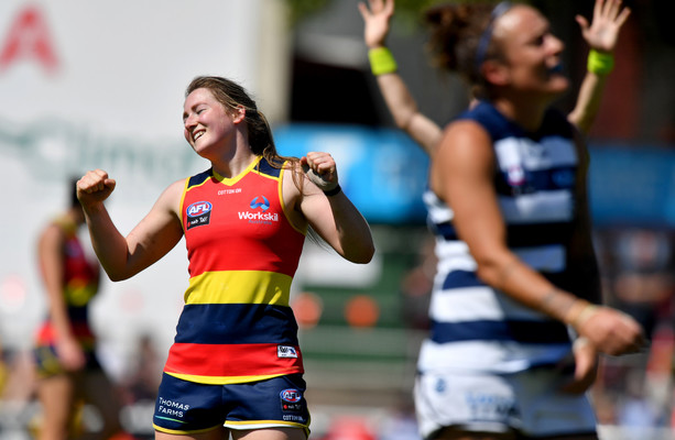 Clare's Ailish Considine re-signs with AFLW champions Adelaide