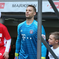 Injured Bayern keeper Neuer laughs off retirement rumours