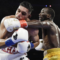 Terence Crawford stops Amir Khan to retain WBO welterweight title