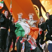 Jedward qualify for Eurovision final in Baku