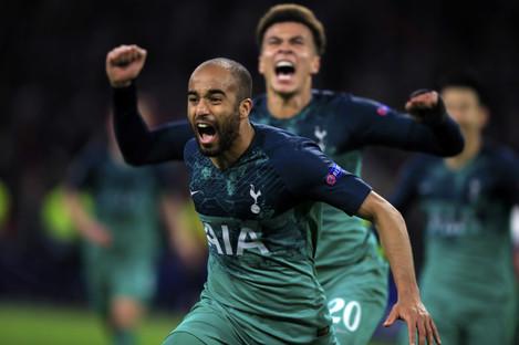 Moura celebrates his winning goal with Dele Alli.