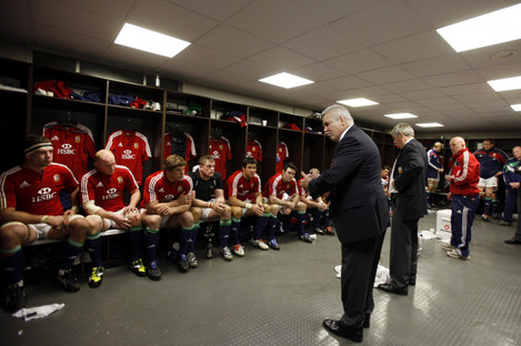 Gatland addresses players while forwards coach of the Lions in 2009.