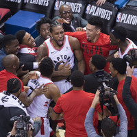 Leonard hits game-winning buzzer-beater as Raptors advance to conference finals