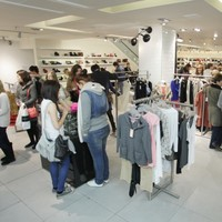 Average �100 drop in weekly pay for many retail workers - union