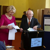 Turnout picks up in final hours of voting in elections and divorce referendum