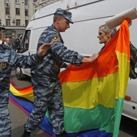 Moscow police detain 40 during push for gay pride parade