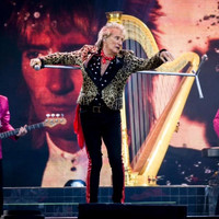 Rod Stewart pays tribute to footballer Liam Miller at Páirc Uí Chaoimh concert