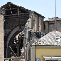 Reports of 10 dead after 5.8 earthquake hits Italy