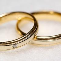 Bad behaviour of 'alpha males' encouraged women to form monogamous relationships