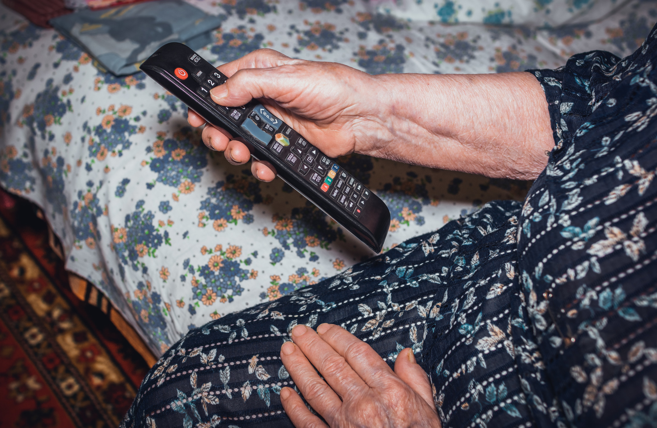 Hundreds of thousands sign petition opposing changes to over-75s TV licences