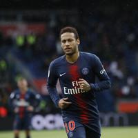 Brazil legend urges Neymar to re-sign for Barcelona