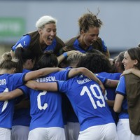 Goals in either half sees Italy storm into first World Cup quarter-final since 1991