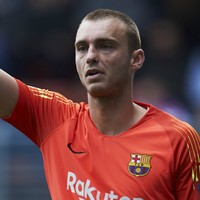 Barcelona sell goalkeeper to Valencia in €35 million deal