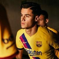 Barcelona recreate iconic away kit to mark 40 years of La Masia