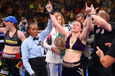 Taylor celebrates beating Delfine Persoon in New York.