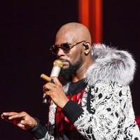 Singer R Kelly arrested on federal sex crime charges