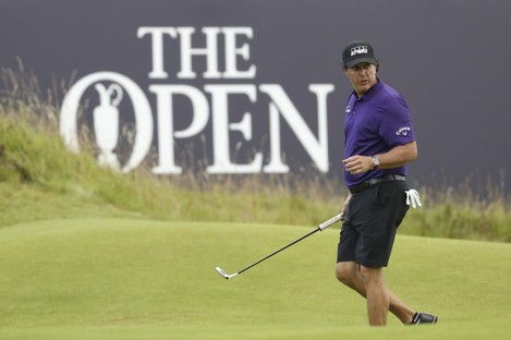 Mickelson on the 18th green during a practice round ahead at Royal Portrush.