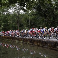 Pinot conquers Tourmalet as Thomas loses time