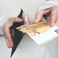What would change if the government gave everyone in Ireland €200 a week?
