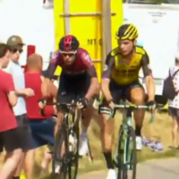 Bizarre incident sees two riders thrown out of Tour de France, Thomas' hopes hit