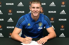 England U21 'keeper signs new Man United contract, heads back out on loan