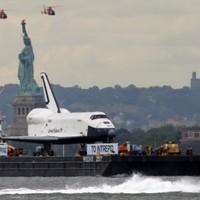 VIDEO: Retired space shuttle journeys along Hudson River