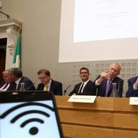 Fianna Fáil says it won't bring down the government over the broadband plan