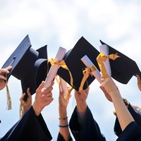 The average graduate starting salary is now over €30,000