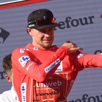 Roche loses red jersey and tumbles to fifth overall as Madrazo wins stunning summit finish