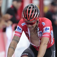 Nicolas Roche crashes out of Vuelta a day after losing red jersey