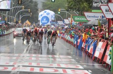 Arndt avoids crashes to win in the wet, Edet claims overall lead in La Vuelta