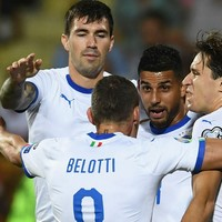 Italy ride their luck to see off 10-man Armenia