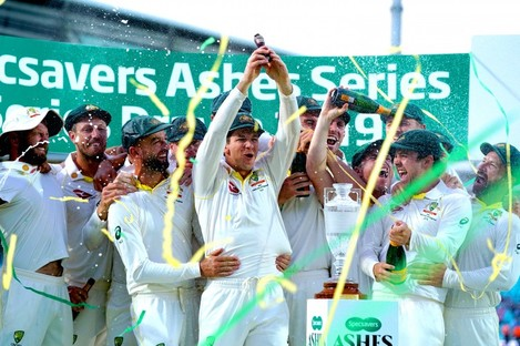 Australia players celebrate retaining the Ashes at the end of the fifth test match at The Oval.