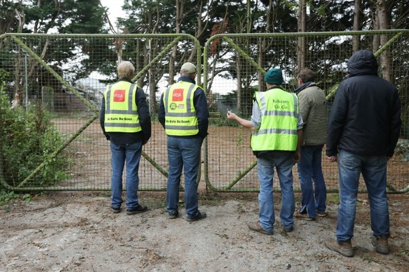Farmers continue protests despite deal reached with minister and meat processors at the weekend