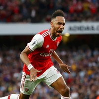 10-man Arsenal come from behind in 5-goal thriller