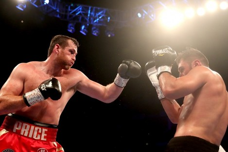 David Price (L) against Dave Allen at the O2 in July.