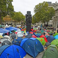 Climate change protesters in London defy police orders by gluing themselves in place