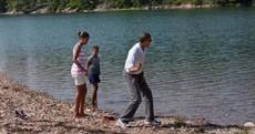 Michelle Obama joins Pinterest; shows Barack skimming stones