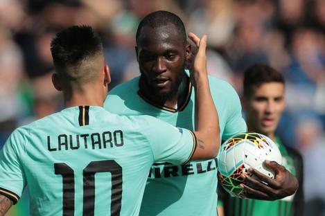 Inter forwards Lautaro Martinez and Romelu Lukaku.