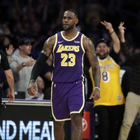 LeBron and Davis combine for 51 points as Lakers clinch seventh straight win