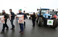 Taoiseach 'sympathises' with farmers as blockade of major Aldi distribution centre continues