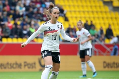 Sara Däbritz playing against Ukraine in October.