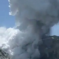 Bodies set to be recovered from New Zealand volcano site tomorrow despite risk of eruption