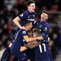 West Ham ease pressure on Pellegrini with win at Southampton