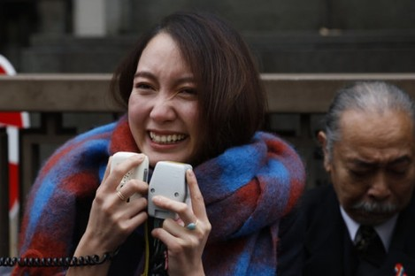 Japanese journalist Shiori Ito talks to her supporters outside a courthouse.