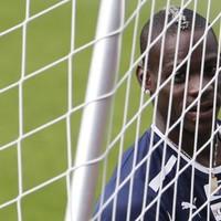 England coach Neville wary of Balotelli threat