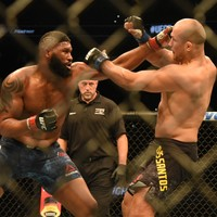 Defeat for two former champions on last night's UFC bill